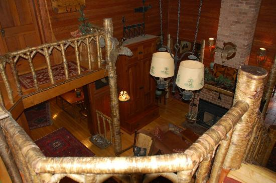 Stagecoach Inn: looking down into one of the ground floor lounges