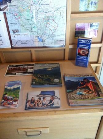 Powder Springs Inn: Plenty of maps for free!