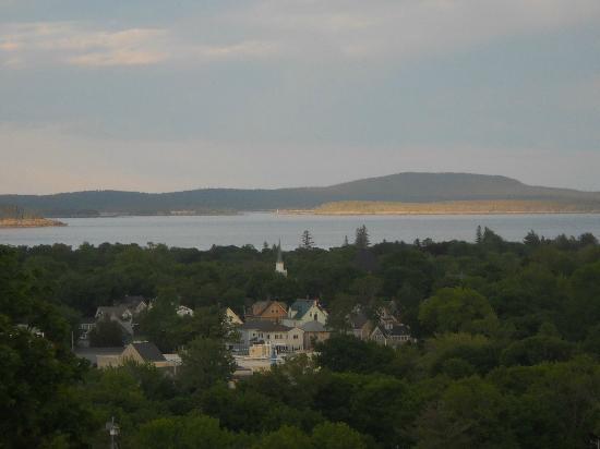 Wonder View Inn & Suites : View of Frenchman's Bay