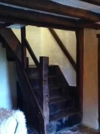 Shrewley Pools Farm: Stairway from the hall