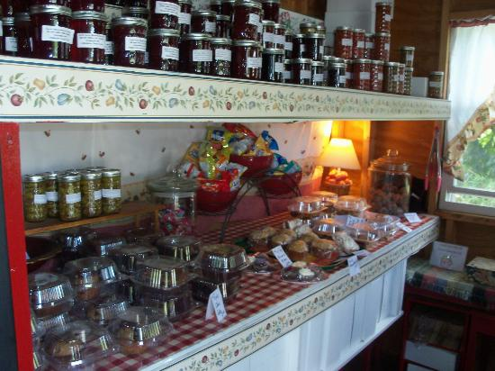 NEK Adventures: Homemade treats and jellies  at the Pie Shack... YUMMY!