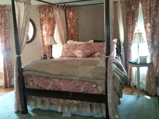 Pine Island, NY: Beautiful Queen Bed in Gala Suite