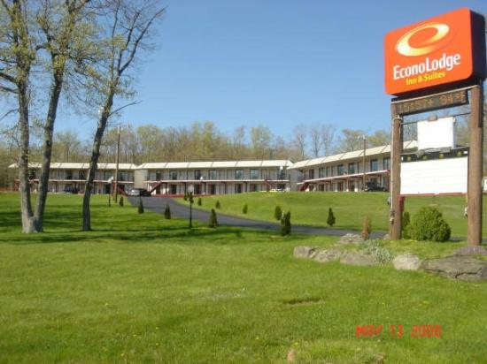 Photo of Econo Lodge Inn & Suites White Haven