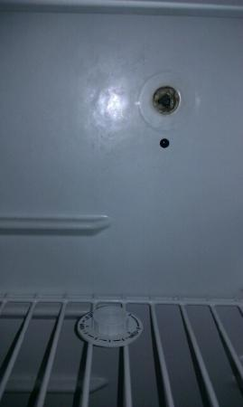 Comfort Inn Six Flags St. Louis: knob broken for temp control on fridge