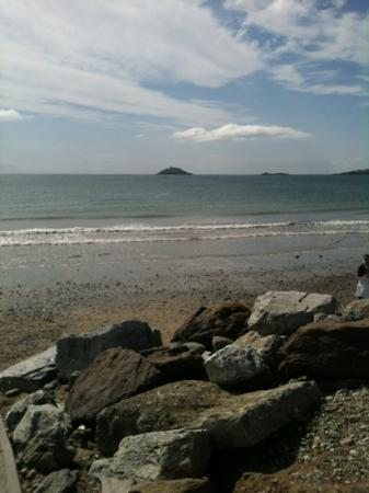 Garryvoe Hotel: outlook from the beach in front of the hotel