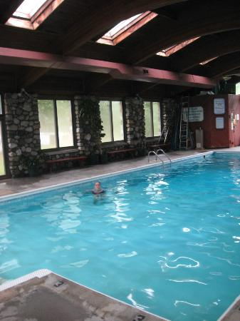 Mollyockett Motel: We had the pool to ourselves