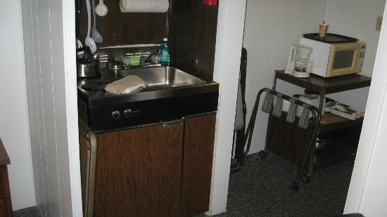 "Mollyockett Motel: Small ""kitchenette"", perfect for us as we were on a road trip and had a cooler of food to keep!"