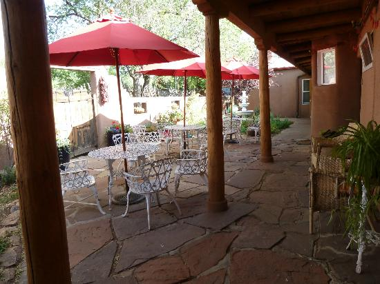 El Paradero Bed and Breakfast Inn: The courtyard