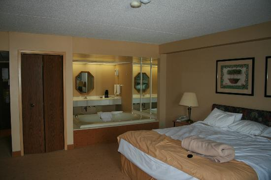 BEST WESTERN Fallsview: Room with whirlpool