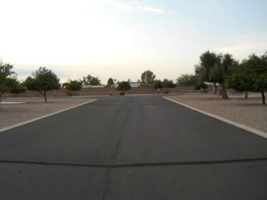 Lazydays RV Campground: Wide driveways were nice