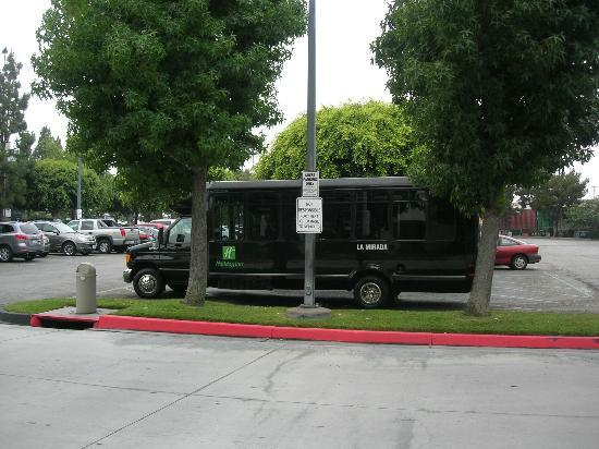 Holiday Inn La Mirada: cute Shuttle bus - Match with disney land