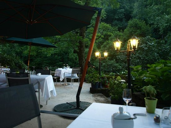 Burlats, France : The restaurant terrace