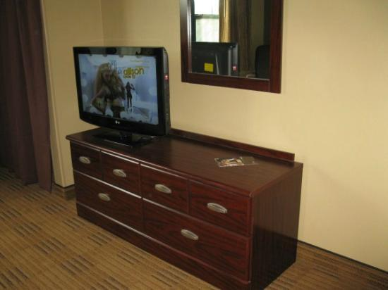 Extended Stay America - St. Petersburg - Clearwater: Dresser/TV