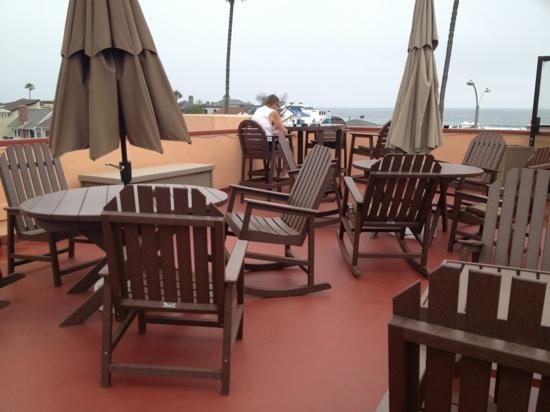 Bay Shores Peninsula Hotel: sun terrace with lovely views of the marina and the seafront
