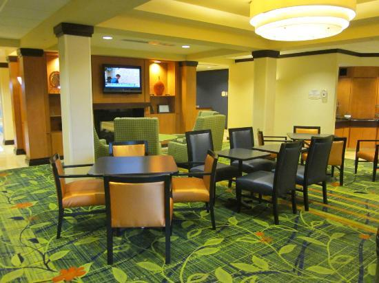 Fairfield Inn & Suites Wilmington / Wrightsville Beach: breakfast area