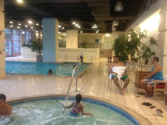Sheraton Austin at the Capitol: Only 1/2 of the pool shown