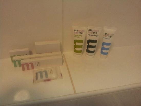 Mercure Nottingham City Centre Hotel: Bathroom goodies
