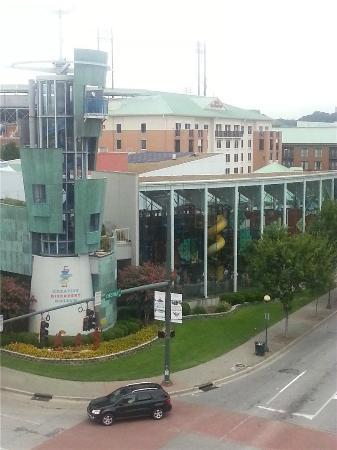 Hampton Inn &amp; Suites Chattanooga / Downtown: View of the Children&#39;s Museum from our room