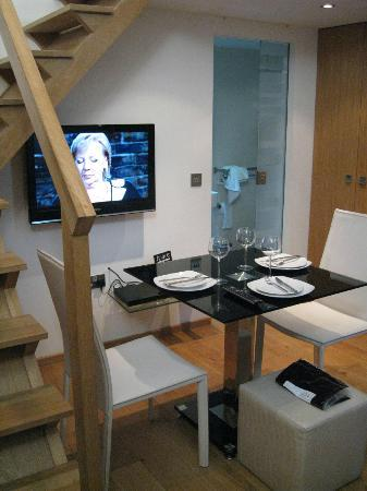 Dining table picture of space apart hotel london for Apart hotel londre