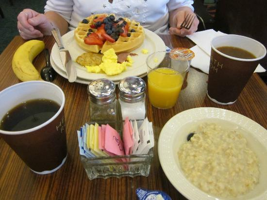 Residence Inn Lexington South / Hamburg Place: wide selection of fruits & other delicious breakfast goodies