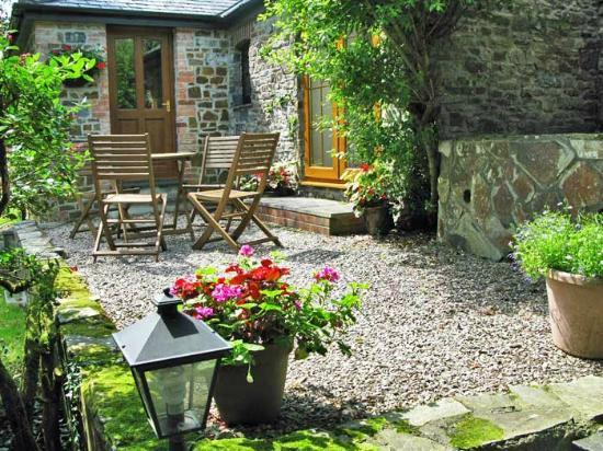 shipload cottage patio picture of yapham coastal cottages hartland tripadvisor. Black Bedroom Furniture Sets. Home Design Ideas