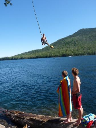 Cultus Lake Resort: Rope Swing