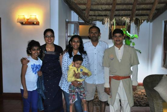 Siddapura, India: With the wonderful staff at Country Club, Coorg