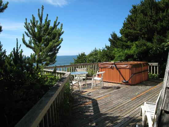 Beachcombers Haven: view from back deck