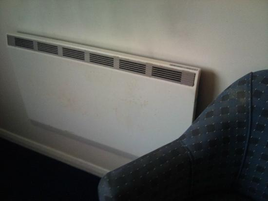 Travelodge Rugby Dunchurch: Stained wall, Heater and Chair!