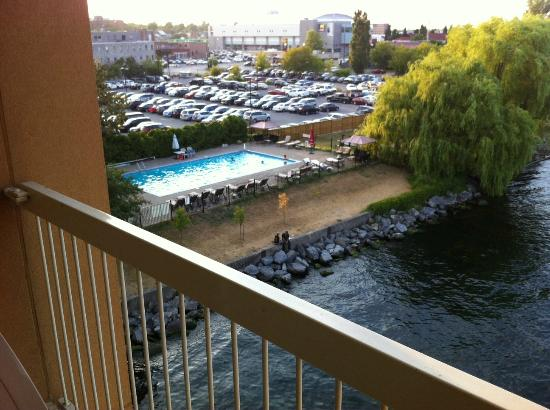 Holiday Inn Kingston - Waterfront: Outdoor pool from our balcony