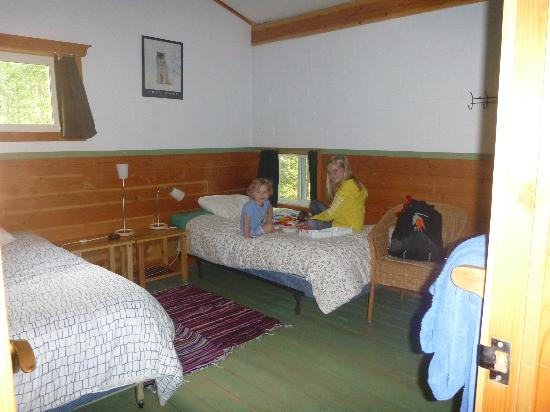 Quantum Leaps Lodge: One of the upper bedrooms - note the pillow level window!