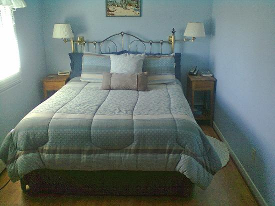 Suncatcher Bed & Breakfast: Chignecto room