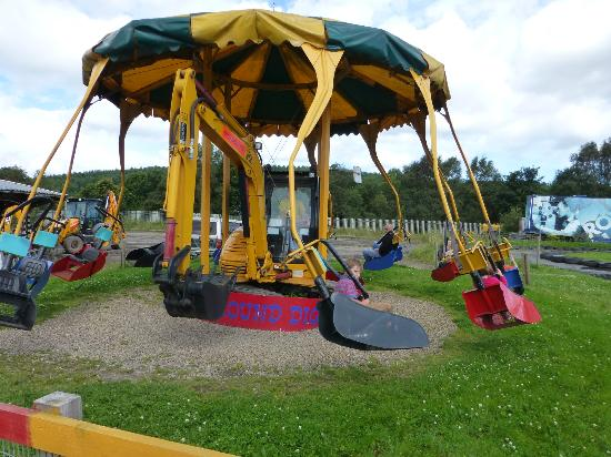 http://media-cdn.tripadvisor.com/media/photo-s/02/b9/c8/00/diggerland.jpg