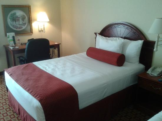 La Quinta Inn & Suites Fredericksburg: Quiet Luxury Accommodations