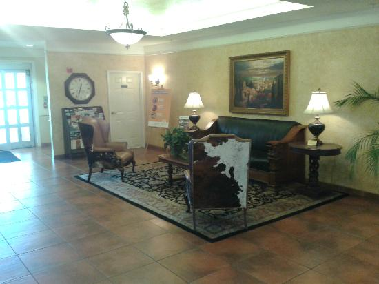 La Quinta Inn & Suites Fredericksburg: Wonderfully Elegant Reception