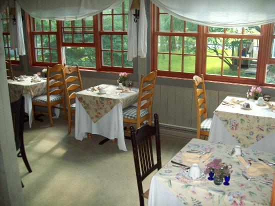 The Blue Hill Inn: dining room set up for breakfast - loved the window seating