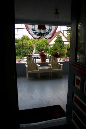 Blue Gull Inn Bed &amp; Breakfast: front porch