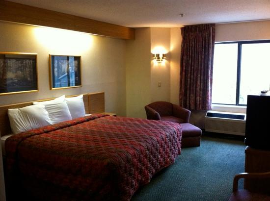 Smoky Mountain Inn & Suites: No courting sheep here!