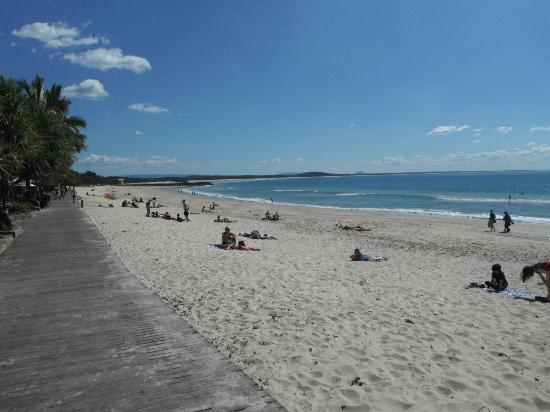 Seahaven Noosa: Beach right out the back of the hotel