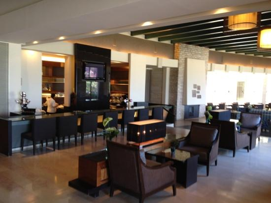 Dan Accadia Hotel Herzliya: Lobby bar
