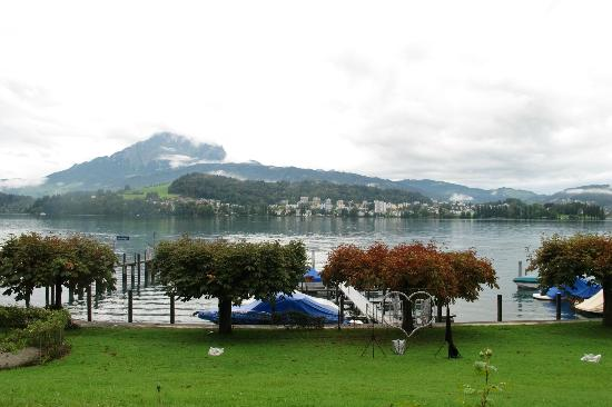 Hotel Bellevue Luzern: just across the street