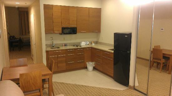 Pointe Plaza Hotel: Kitchen
