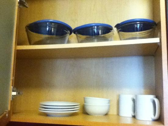 Residence Inn Chicago Midway: Inside the cupboards