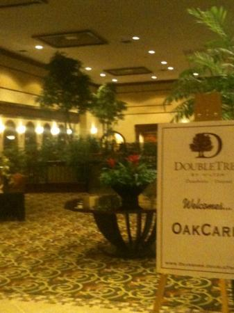Doubletree by Hilton Hotel Detroit-Dearborn: Large lobby