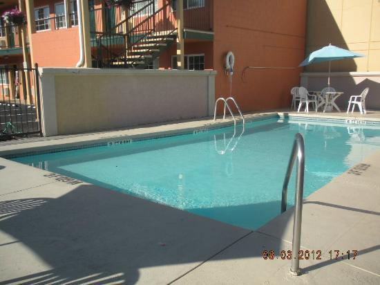 Americas Best Value Inn Pendleton: pool area