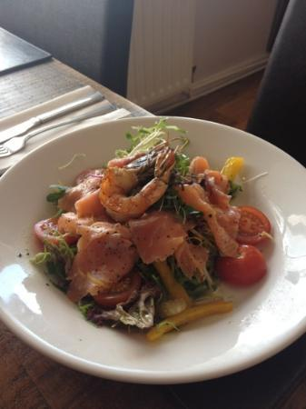 Palterton, UK: Smoked Salmon salad
