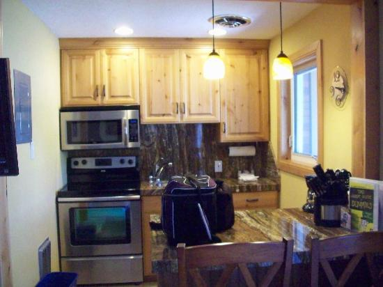 Treasure Mountain Inn Hotel and Conference Center: Kitchen area was very nice