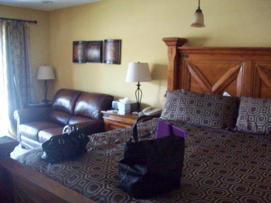 Treasure Mountain Inn Hotel and Conference Center: Room was nicely decorated