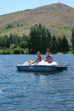 Sun Valley Lodge: Paddle Boating
