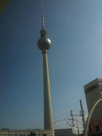 Motel One Berlin - Alexanderplatz: Awesome view of the the TV tower.